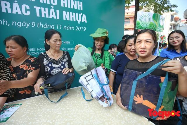 Khu chợ nói không dùng túi nilon đầu tiên tại miền Bắc - Ảnh 4.