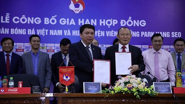 'Giải mật' chuyện Vingroup trả lương cho HLV Park Hang Seo - Ảnh 1.
