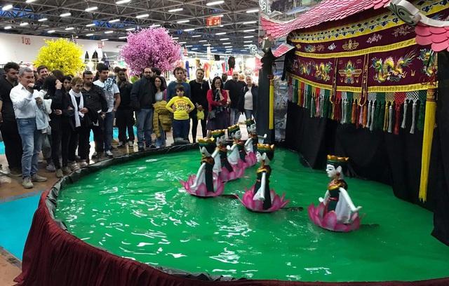 Văn hóa, nhạc cụ, múa rối nước Việt Nam thu hút khách tham quan tại Italy - Ảnh 4.