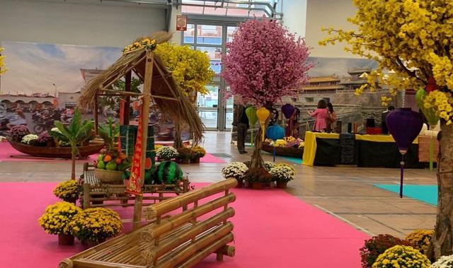 Văn hóa, nhạc cụ, múa rối nước Việt Nam thu hút khách tham quan tại Italy - Ảnh 2.
