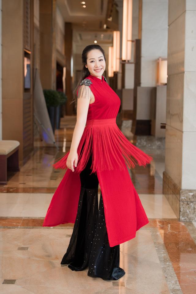 Hoa hậu Ngô Phương Lan kể chuyện bị tiền sản giật, ngủ ngồi 3 tháng liền - Ảnh 6.
