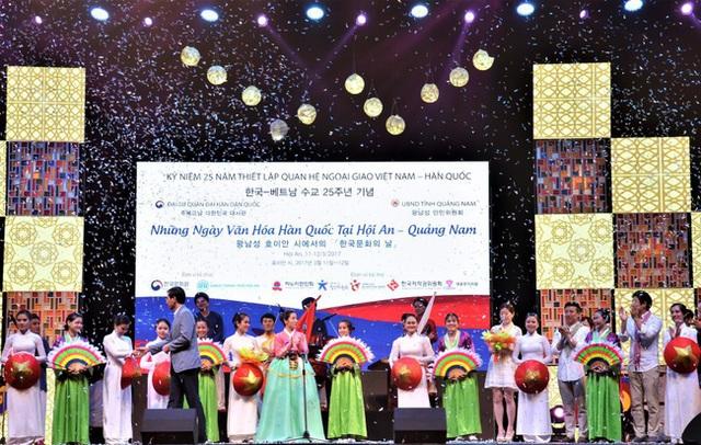 Hai nhóm nhạc và đoàn nghệ thuật múa nổi tiếng của Hàn Quốc sẽ tới Hội An biểu diễn - Ảnh 1.