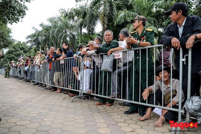 Thương binh xếp hàng dài chờ đăng ký lấy vé trận Việt Nam - UAE - Ảnh 7.