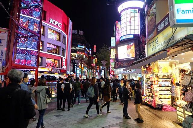 """Thỏa sức khám phá tại những khu chợ đêm """"không ngủ"""" ở Đài Loan - Ảnh 1."""