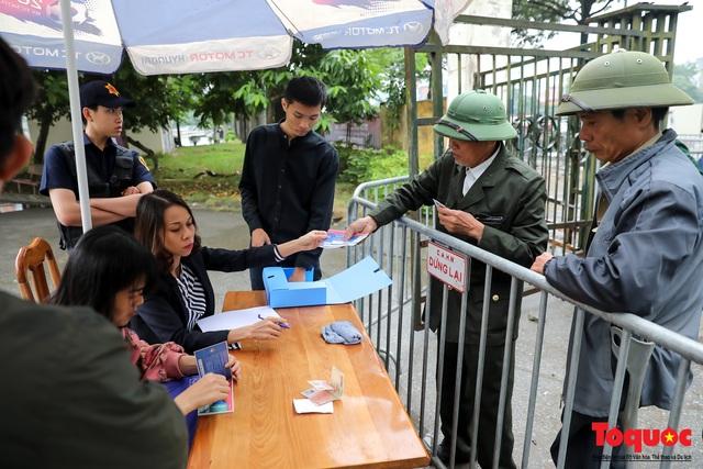 Thương binh đội mưa chờ mua vé trận Việt Nam - UAE, vé vừa ra cửa đã được tuồn ra chợ đen - Ảnh 8.