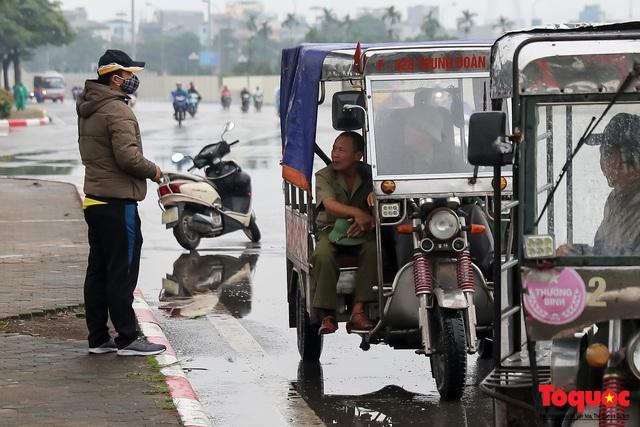 Thương binh đội mưa chờ mua vé trận Việt Nam - UAE, vé vừa ra cửa đã được tuồn ra chợ đen - Ảnh 12.