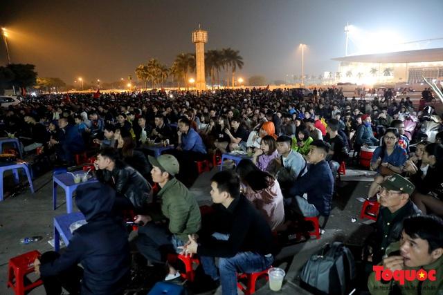 Hàng quán quanh sân Mỹ Đình chật kín khách theo dõi ĐT Việt Nam thi đấu - Ảnh 5.