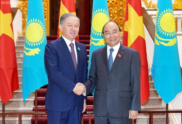 Thủ tướng tiếp Chủ tịch Hạ viện Kazakhstan - Ảnh 1.