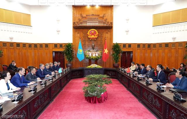 Thủ tướng tiếp Chủ tịch Hạ viện Kazakhstan - Ảnh 2.
