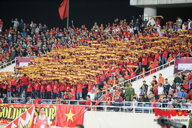 Thủ tướng, Chủ tịch Quốc hội dự khán trận đấu Việt Nam và UAE tại vòng loại World Cup 2022 - Ảnh 6.