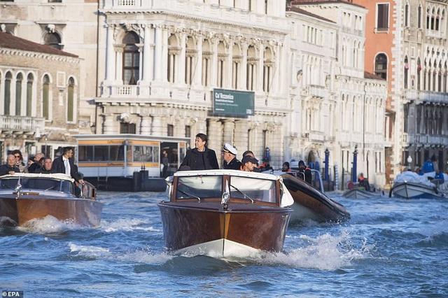 """Những hình ảnh ấn tượng về trận lụt lịch sử đang """"hoành hành"""" thiên đường Venice, Italy - Ảnh 3."""