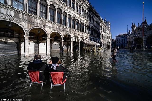 """Những hình ảnh ấn tượng về trận lụt lịch sử đang """"hoành hành"""" thiên đường Venice, Italy - Ảnh 4."""