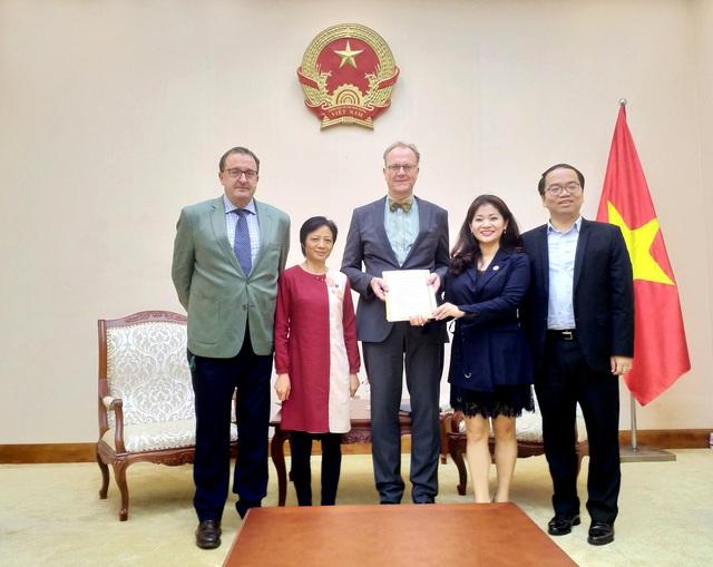 Trao Giấy Chứng nhận đăng ký thành lập và hoạt động cho Viện Goethe tại Việt Nam - Ảnh 1.