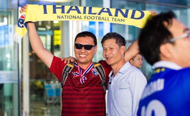 HLV ĐT Thái Lan căng thẳng khi đặt chân đến Việt Nam - Ảnh 9.