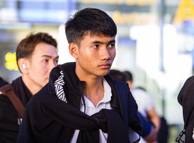 HLV ĐT Thái Lan căng thẳng khi đặt chân đến Việt Nam - Ảnh 6.