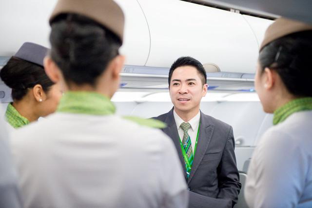 Hành trình chạm tới huy hiệu cánh bay (Kì I): Niềm tự hào của riêng tiếp viên hàng không Bamboo Airways - Ảnh 2.