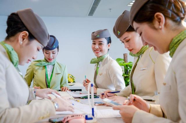 Hành trình chạm tới huy hiệu cánh bay (Kì I): Niềm tự hào của riêng tiếp viên hàng không Bamboo Airways - Ảnh 3.