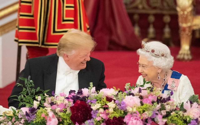 TT Trump sẽ gặp lại Nữ hoàng Anh trước thềm bầu cử - Ảnh 1.