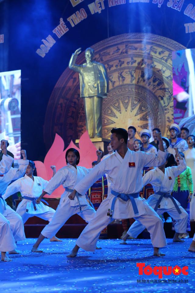 Chùm ảnh: Lễ xuất quân Đoàn Thể thao Việt Nam tham dự SEA Games 30 - Ảnh 17.