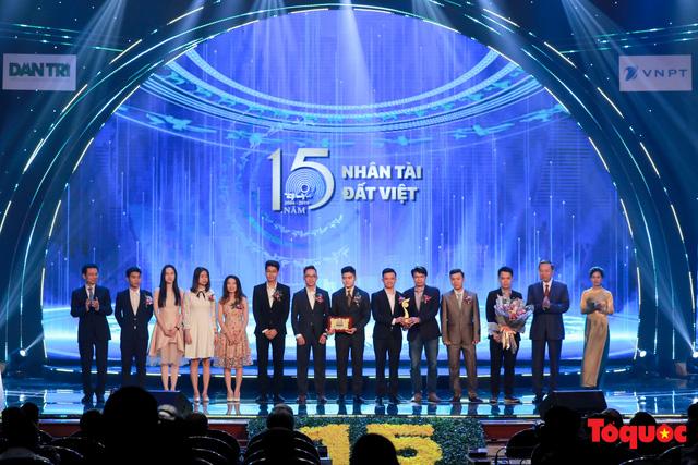 Hình ảnh đêm trao giải Nhân tài Đất Việt 2019: Hành trình 15 năm tìm kiếm người tài Việt Nam - Ảnh 14.