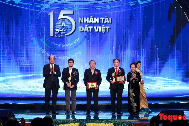 Hình ảnh đêm trao giải Nhân tài Đất Việt 2019: Hành trình 15 năm tìm kiếm người tài Việt Nam - Ảnh 8.