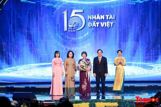 Hình ảnh đêm trao giải Nhân tài Đất Việt 2019: Hành trình 15 năm tìm kiếm người tài Việt Nam - Ảnh 9.