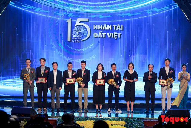 Hình ảnh đêm trao giải Nhân tài Đất Việt 2019: Hành trình 15 năm tìm kiếm người tài Việt Nam - Ảnh 10.