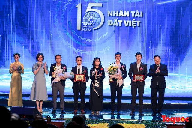 Hình ảnh đêm trao giải Nhân tài Đất Việt 2019: Hành trình 15 năm tìm kiếm người tài Việt Nam - Ảnh 12.