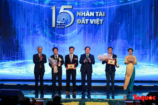 Hình ảnh đêm trao giải Nhân tài Đất Việt 2019: Hành trình 15 năm tìm kiếm người tài Việt Nam - Ảnh 11.