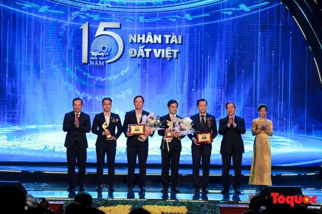 Hình ảnh đêm trao giải Nhân tài Đất Việt 2019: Hành trình 15 năm tìm kiếm người tài Việt Nam - Ảnh 13.