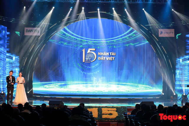 Hình ảnh đêm trao giải Nhân tài Đất Việt 2019: Hành trình 15 năm tìm kiếm người tài Việt Nam - Ảnh 1.