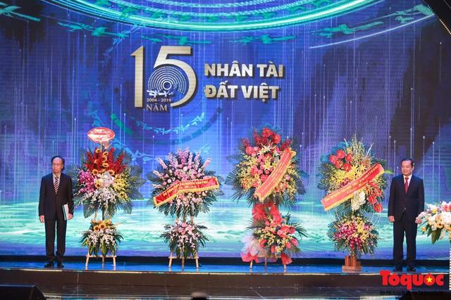 Hình ảnh đêm trao giải Nhân tài Đất Việt 2019: Hành trình 15 năm tìm kiếm người tài Việt Nam - Ảnh 3.