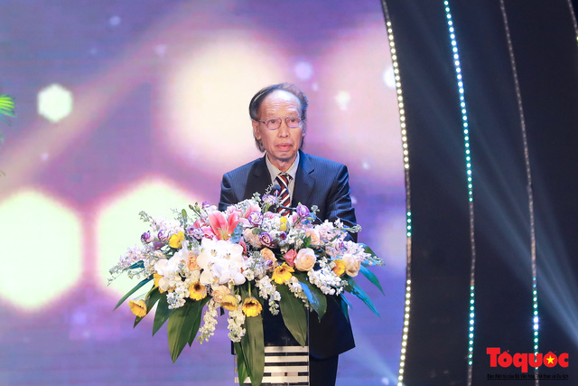 Hình ảnh đêm trao giải Nhân tài Đất Việt 2019: Hành trình 15 năm tìm kiếm người tài Việt Nam - Ảnh 4.