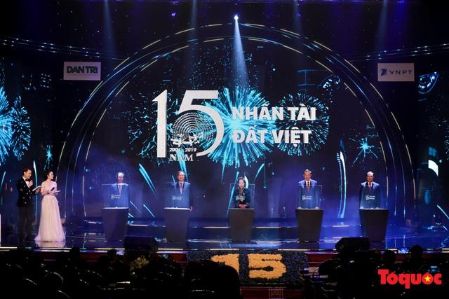 Hình ảnh đêm trao giải Nhân tài Đất Việt 2019: Hành trình 15 năm tìm kiếm người tài Việt Nam - Ảnh 2.