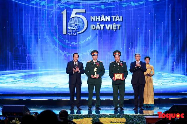 Hình ảnh đêm trao giải Nhân tài Đất Việt 2019: Hành trình 15 năm tìm kiếm người tài Việt Nam - Ảnh 6.