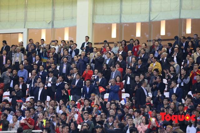 Lãnh đạo Đảng và Nhà nước dự khán trận Việt Nam - Thái Lan vòng loại thứ 2 Word Cup 2022 - Ảnh 4.
