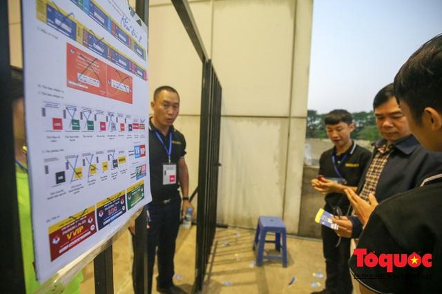 Việt Nam - Thái Lam: Xuất hiện vé giả, an ninh thặt chặt công tác kiểm soát vé - Ảnh 6.