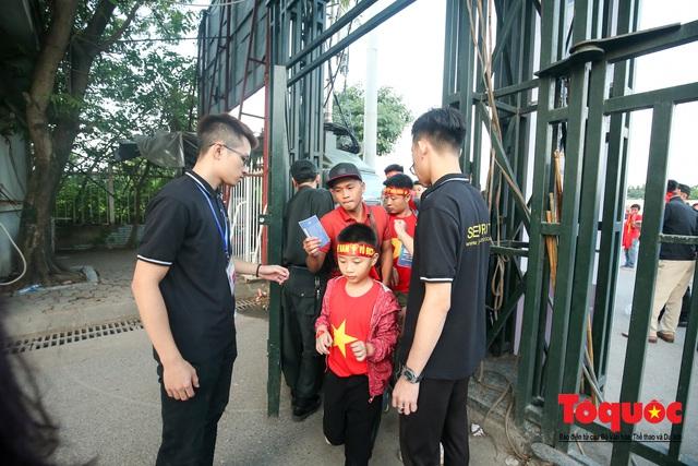 Việt Nam - Thái Lam: Xuất hiện vé giả, an ninh thặt chặt công tác kiểm soát vé - Ảnh 4.