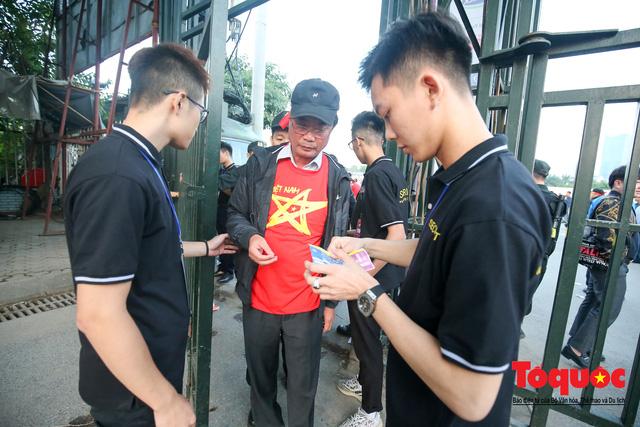 Việt Nam - Thái Lam: Xuất hiện vé giả, an ninh thặt chặt công tác kiểm soát vé - Ảnh 2.