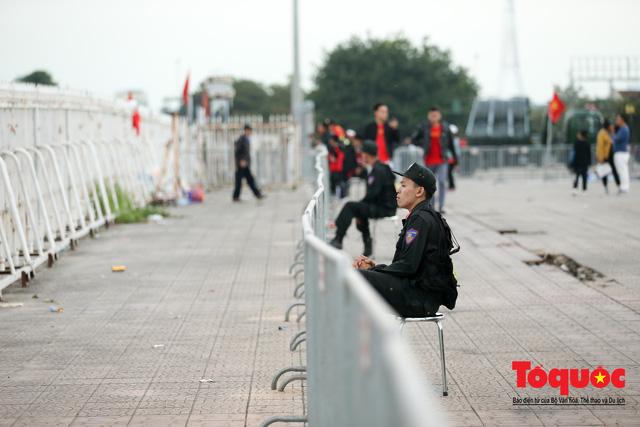 Việt Nam - Thái Lam: Xuất hiện vé giả, an ninh thặt chặt công tác kiểm soát vé - Ảnh 11.