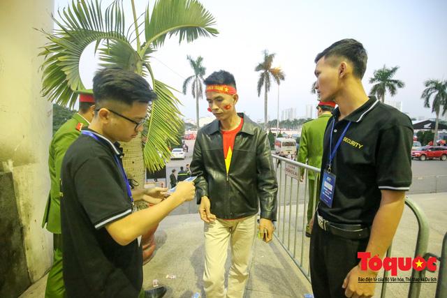 Việt Nam - Thái Lam: Xuất hiện vé giả, an ninh thặt chặt công tác kiểm soát vé - Ảnh 7.