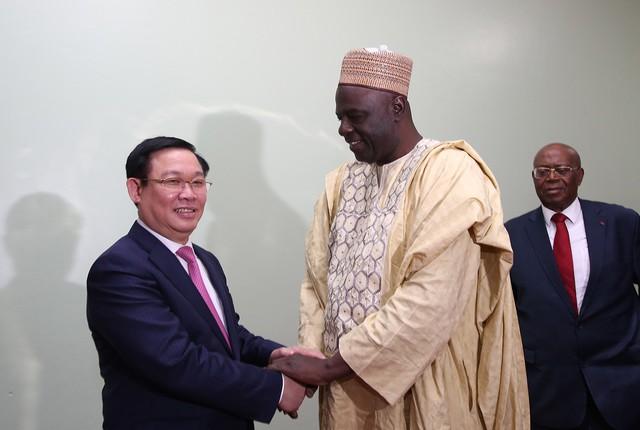 Thủ tướng Cameroon Joseph Dion Ngute đánh giá tăng trưởng của Việt Nam là kỳ tích  - Ảnh 4.