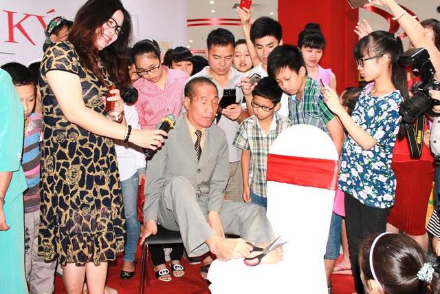 Nguyễn Ngọc Ký - Nhà giáo viết huyền thoại bằng chân - Ảnh 3.