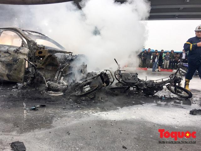 Hà Nội: Xe sang Mercedes vượt đèn đỏ đâm chết một người chết - Ảnh 9.