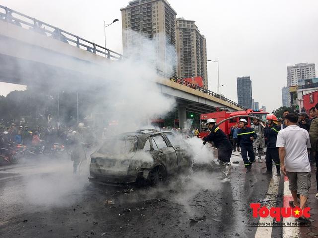 Hà Nội: Xe sang Mercedes vượt đèn đỏ đâm chết một người chết - Ảnh 6.
