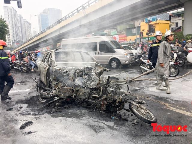 Hà Nội: Xe sang Mercedes vượt đèn đỏ đâm chết một người chết - Ảnh 3.