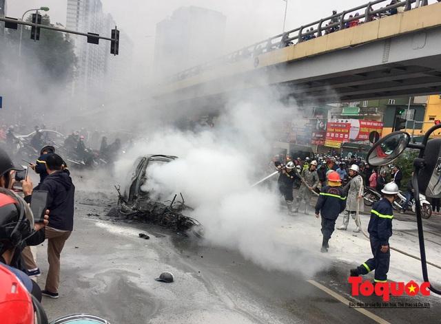 Hà Nội: Xe sang Mercedes vượt đèn đỏ đâm chết một người chết - Ảnh 2.