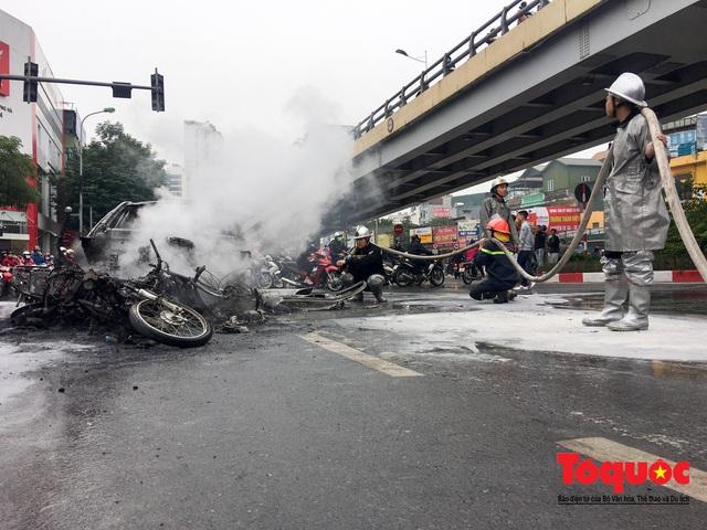 Hà Nội: Xe sang Mercedes vượt đèn đỏ đâm chết một người chết - Ảnh 5.