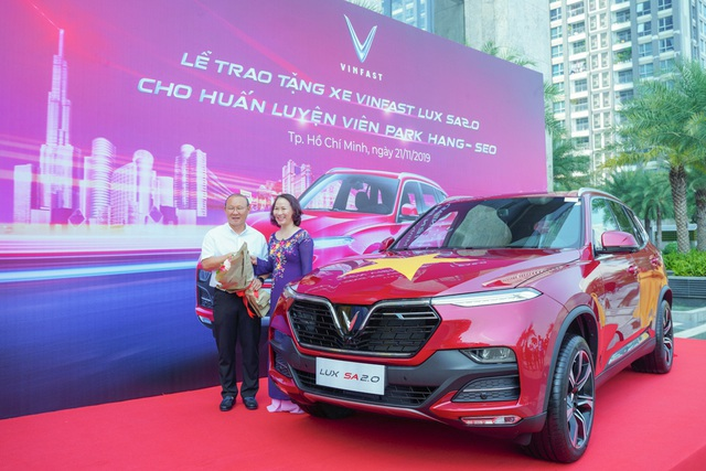 VinFast tặng xe Lux SA2.0 phiên bản cao cấp cho HLV Park Hang-seo - Ảnh 4.