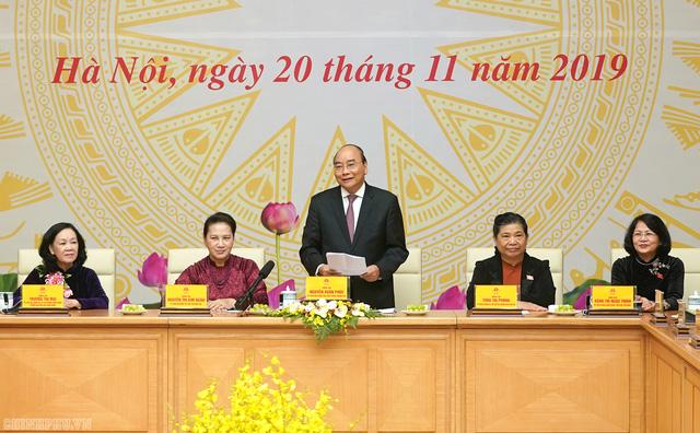 Thủ tướng: Trên nghị trường, vai trò và đóng góp của các nữ đại biểu Quốc hội rất sôi nổi và quan trọng - Ảnh 1.